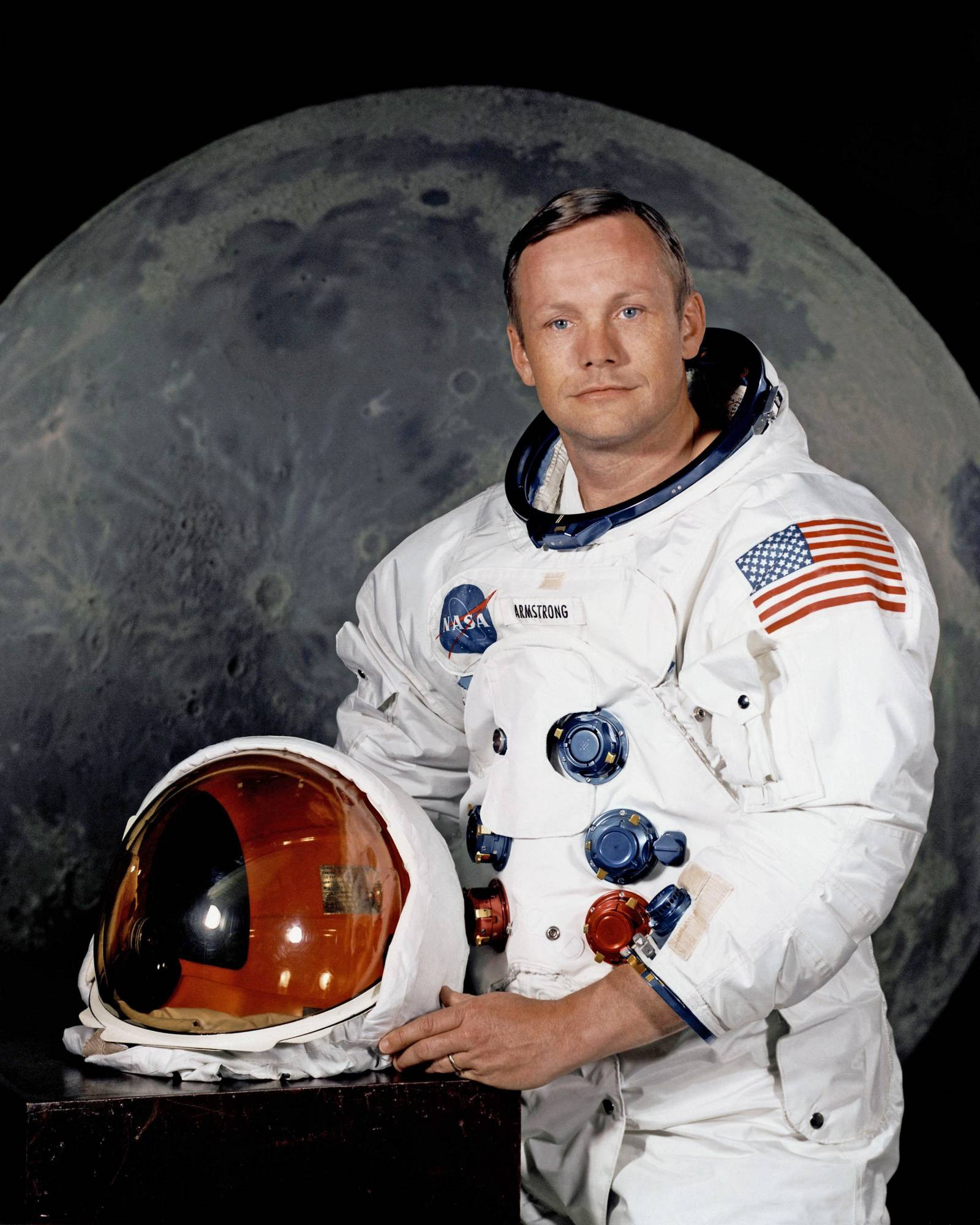 Neil_Armstrong_pose